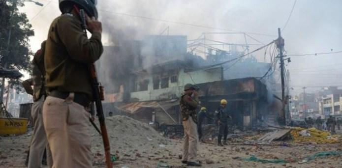 شہریت کا متنازع قانون، بھارتی دارالحکومت میدان جنگ بن گیا، 3 افراد ہلاک