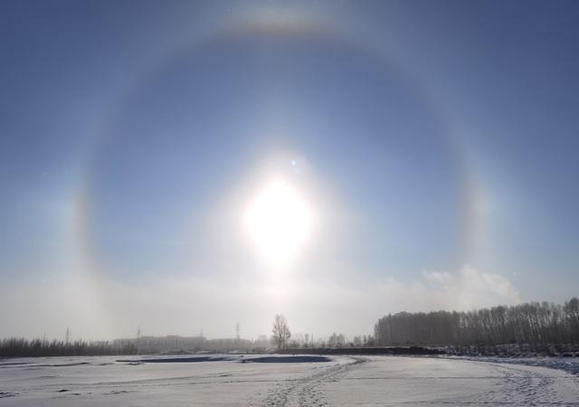 سال 2021 کی تیسری صبح آسمان پر بیک وقت 4 سورج طلوع، تصاویر دیکھیں 2
