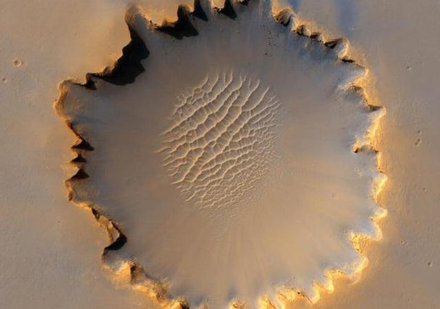مریخ سیارے کی ناقابلِ یقین تصاویر سامنے آگئیں 6