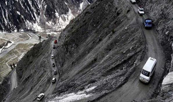 سری نگر- لیہہ شاہراہ پر نو روز بعد ٹریفک بحال، مغل روڈ ہنوز بند
