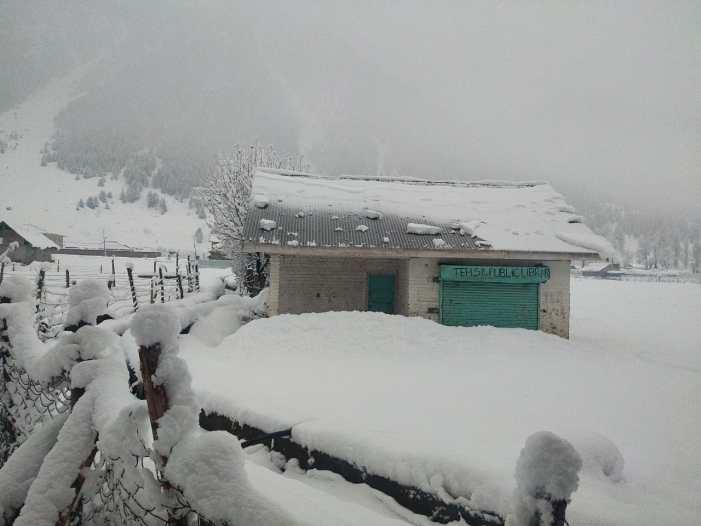 کشمیر: برف وباراں کا سلسلہ جاری، مغل روڈ، سری نگر- لیہہ شاہراہ بند
