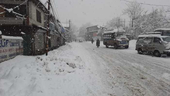 بغیررکاوٹ برف ہٹانے کو یقینی بنانے کیلئے نجی گاڑیوں کا استعمال نہ کریں:ضلع انتظامیہ سرینگر کی اپیل
