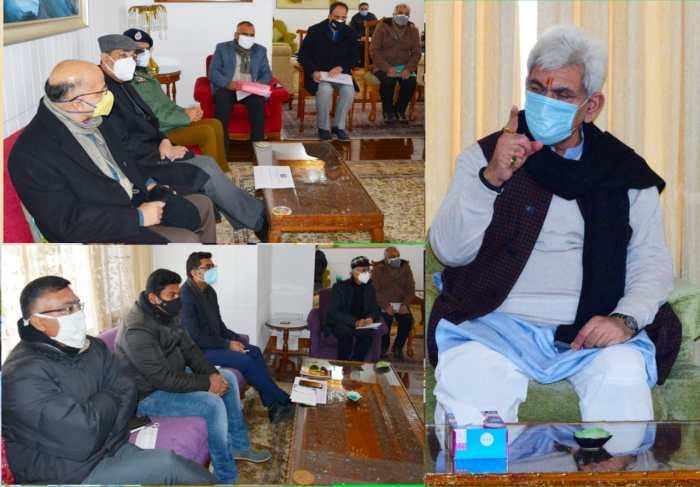 کشمیر میں برفباری :لیفٹیننٹ گورنر نے لازمی خدمات کی بحالی کا جائز ہ لیا