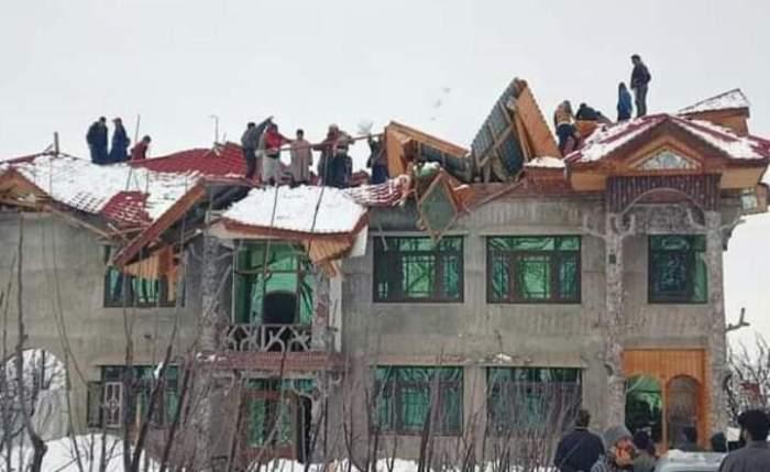 برفباری کا قہر انگیز رخ ،درجنوں مکانات کو نقصان ،دو انسانی جانیں تلف