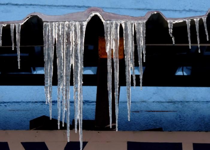 کشمیر: ریکارڈ ساز سردیوں میں قدرے تفاوت لیکن آبی ذخائر مسلسل منجمد