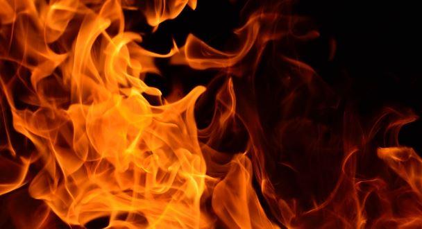 پلوامہ کے پاری گام گاؤں میں آتشزدگی،8 دکان خاکستر
