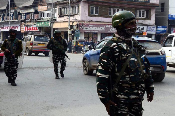 سری نگر میں حالیہ حملوں کے بعد سکیورٹی مزید سخت، جگہ جگہ تلاشیاں