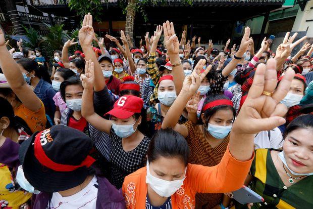 میانمار میں فوجی تختہ پلٹ کے خلاف زبردست مظاہرے
