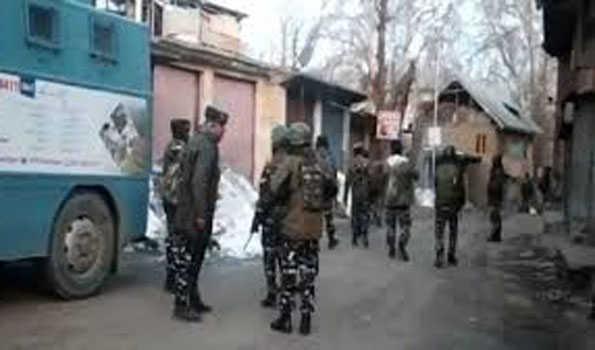 شوپیاں اور بڈگام میں مسلح جھڑپیں، 3 جنگجو اور ایک ایس پی او ہلاک