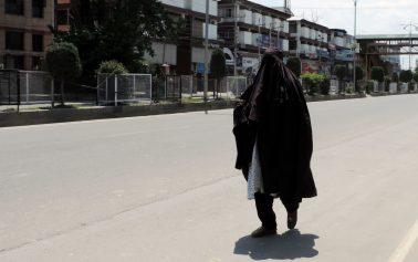 جموں و کشمیر میں کورونا کرفیو جاری، معمولات زندگی بدستور معطل
