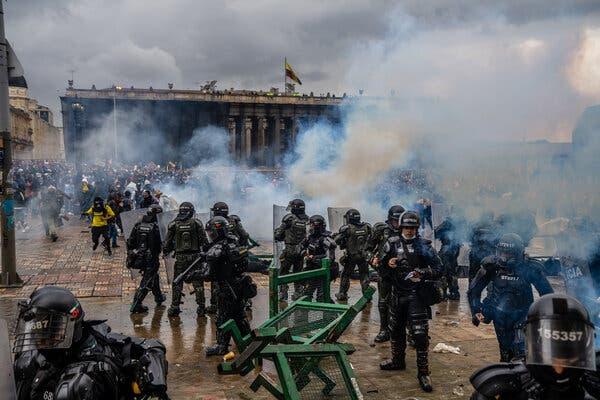 کولمبیا : احتجاجی مظاہروں میں 31 افراد کی موت ، ہزاروں زخمی