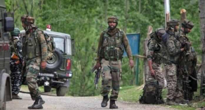 پلوامہ میں مسلح تصادم: لشکر طیبہ کے اعلیٰ کمانڈر لمبو سمیت دو جنگجو ہلاک