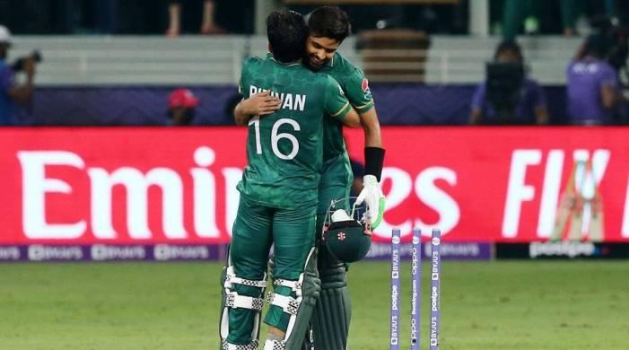 پاکستان نے ہندوستان کو 10 وکٹوں سے شکست دی