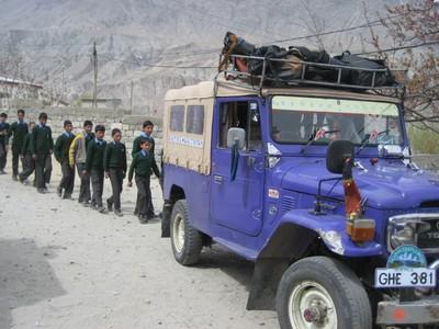 سکردو انتظامیہ کا شگر اور دیگر علاقوں سے آنے والے مسافر گاڑیوں کو سکردو شہر سے باہر روکنا غلط پالیسی ہے