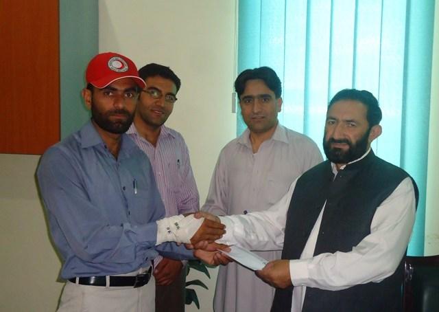 قراقرم بنک نے شمالی وزیرستان کے متاثرین کیلئے امدای چیک ہلال احمر کے حوالے کردیا