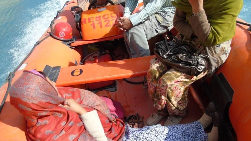 عطاآباد جھیل میں ڈیکورشن پیس