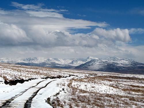 دیوسائی  میں برفباری کے باعث سینکڑوں خانہ بدوش خواتین اور بچوں سمیت پهنس گئے