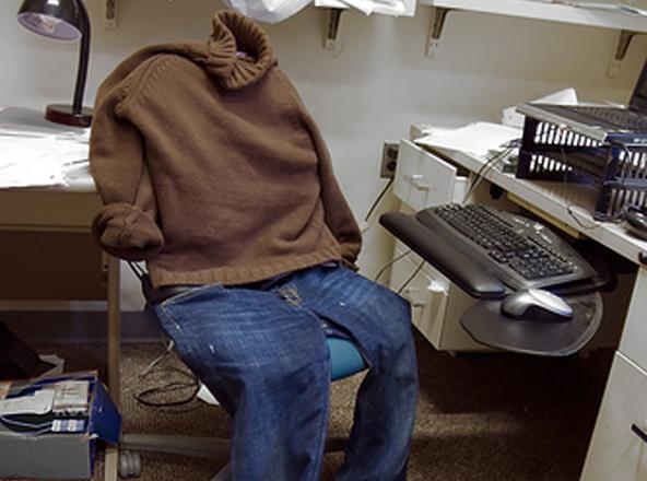 گور نر کے آبائی گاؤ ں میں اہم عہدوں پر فائز سرکاری ملازمین گھروں میں بیٹھ کر تنخواہیں وصول کرنے لگے
