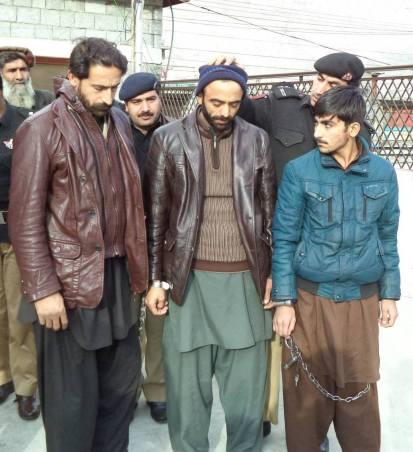 ڈکیتی کے تینوں مجرمان پولیس تحویل میں. انہیں پنجاب سے گفتار کرکے گلگت منتقل کر دیا گیا تھا، جہاں انہوں نے اعتراف جرم کر لیا ہے