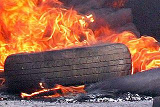 محکمہ ماحولیات نے ٹائر اور آئل فلٹر جلانے پر 4 افراد کو حوالات میں بند کر دیا