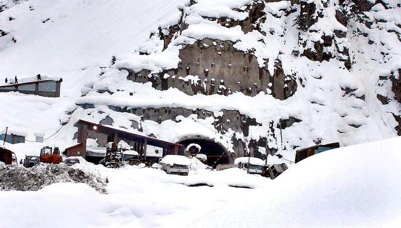 یاسین اور نواحی علاقوں میں شدید برفباری، بالائی علاقوں کا زمینی رابط منقطع