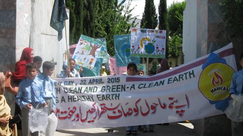 کرہ ارض کے عالمی دن (ارتھ ڈے) پر گلگت شہرمیں طلبہ نے ریلی نکالی
