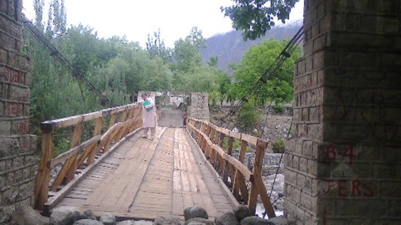 16لاکھ کی لاگت سے مرمت ہونے والا امین آباد (نومل) کا پل چھ ماہ میں جواب دے گیا،  مسافر گاڑیوں کو حادثہ پیش آسکتا ہے