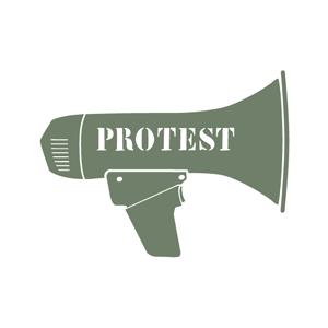 روزانہ اجرت پر کام کرنے والے شخص نے ملازمت سے نکالے جانے پر احتجاج شروع کر رکھا ہے، تین دنوں سے گھر نہیں گیا