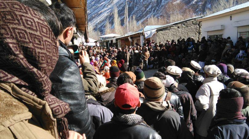 مستوج ، نومنتخب کونسلرز اور عوام کا مطالبات کے حق میں زبردست احتجاجی مظاہرہ