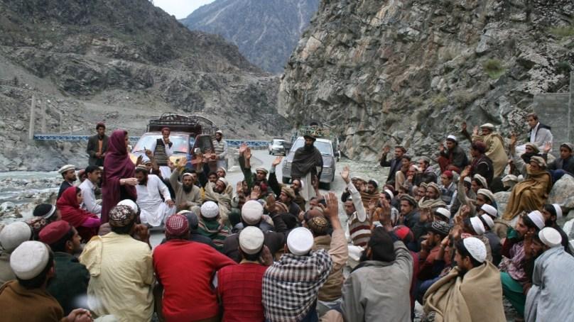 حکومتی امداد سے محروم کوہستان کے متاثرین زلزلہ نے سڑکوں پر نکلنے کی دھمکی دے دی