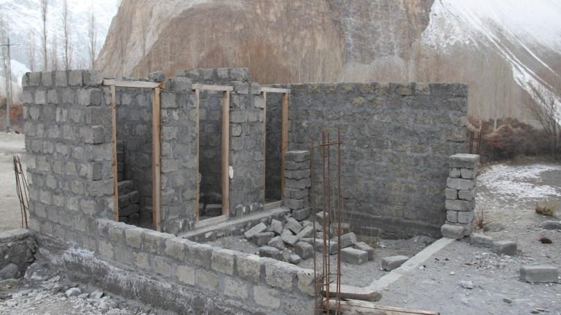 دس سال گزر گئے لیکن دو کمروں پر مشتمل جمال آباد پرائمری سکول کی عمارت تعمیر نہ ہوسکی
