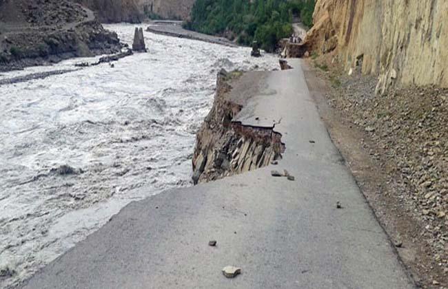 مسلسل بارشوں کے بعد چترال میں پہاڑوں سے تودے گرنے اور سیلاب سے پانچ افراد جاں بحق، تین زحمی