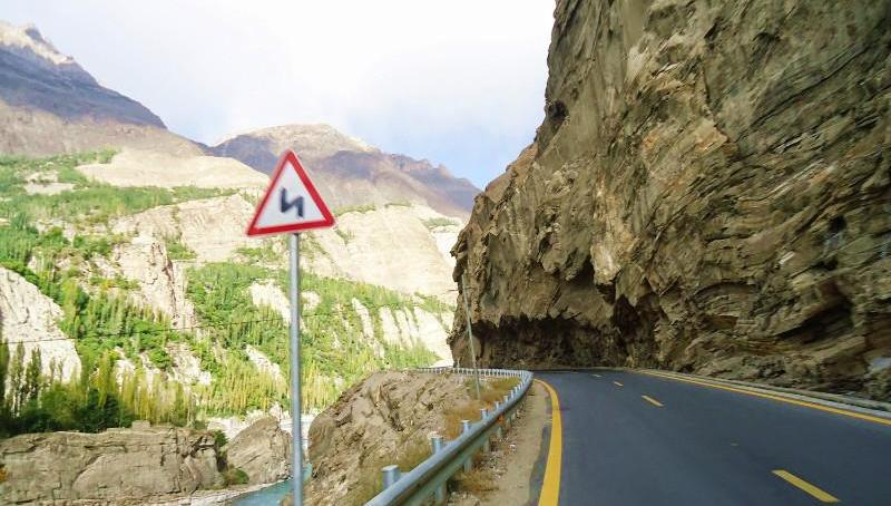 مسافر گوجال کی طرف سفرکرتے ہوے احتیاط کرے، علاقے میں زمینی تودے گرنے کی اطلاعات ہیں، اسسٹنٹ کمشنر علی آباد ہنزہ