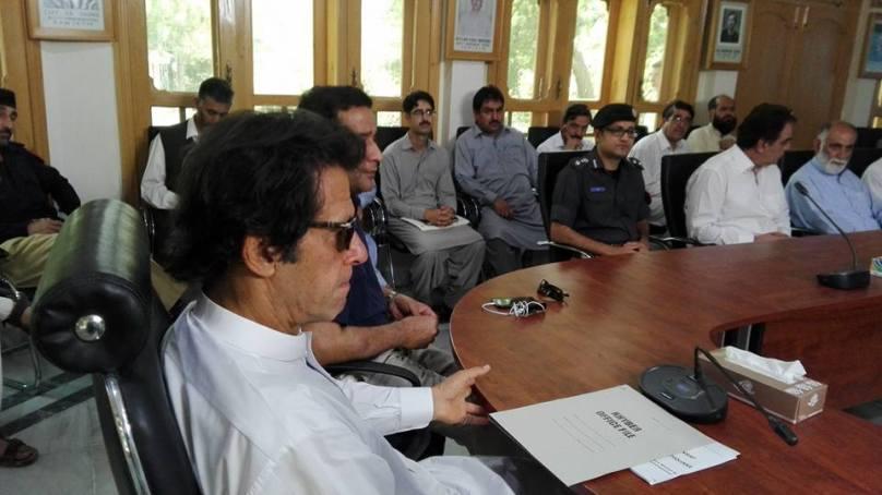 حکومت چترال میں گزشتہ سال سیلاب تباہ کاری کا شکار منصوبوں کی بحالی تن تنہا کرنے کی پوزیشن میں نہیں ہے۔چیئرمین پی ٹی آئی عمران خان