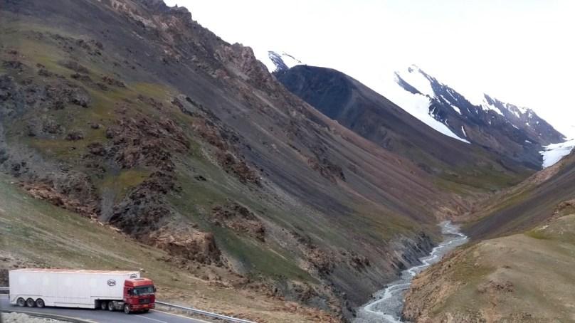 خنجراب نیشنل پارک میں شاہراہِ قراقرم کی پندرہ خوبصورت تصویریں