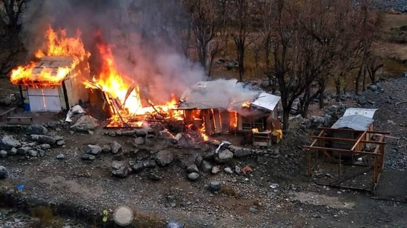 گیس سلنڈر پھٹنے سے عشیرت بازار چترال میں پانچ دکانیں جل کر خاکستر ہو گئیں