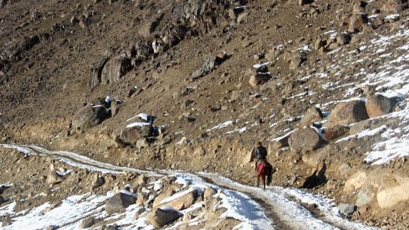 بروغل کے لوگ ساڑھے تین فٹ برف میں پھنس کر انتہائی مشکل حالات سے دوچار