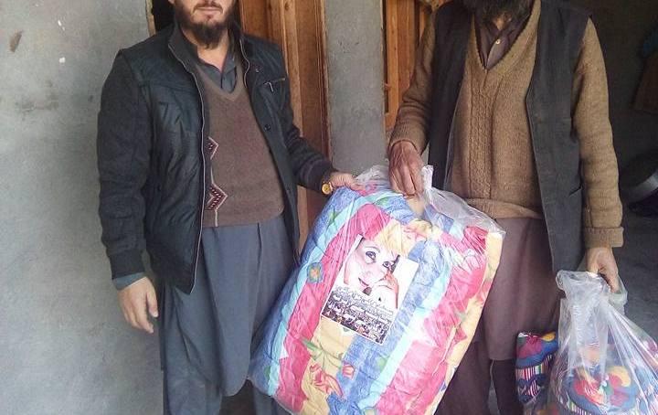 چترال: سندھ حکومت کی طرف سے ارندو کے مختلف مقامات پر گرم کمبل سمیت دوسرےضروریات ایشاء تقسیم۔