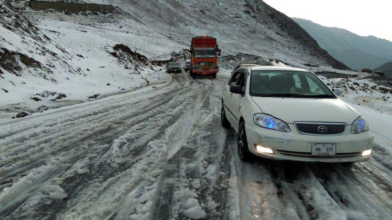 دیامر: بالائی علاقوں میں شدید برفباری سے زمینی رابطہ منقطع