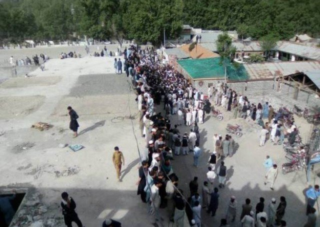 ضلعی ناظم کے مشورے سے ہم پر دہشتگردی کے دفعات لگائے گئے، جوڈیشل انکوائری کے مطالبے کو مسترد کرتے ہیں، شبیر احمد اور دیگر کا اعلان