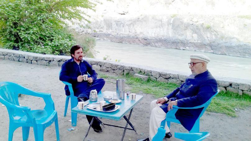 گوہر آباد میں چائے کی چسکیاں اور فدا علی ایثارکے ساتھ ادبی گفتگو