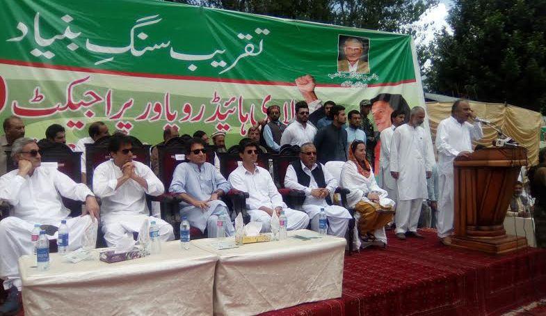 بڑے ڈاکووں کی تلاشی شروع ہوچکی، پانامہ کیس پاکستان کی تاریخ بدل دے گا، عمران خان کا چترال میں جلسے سے خطاب