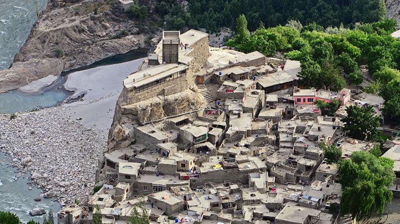 ٹھیکیدار کام چھوڑ کر بھاگ گیا، التت ہنزہ میں لنک روڑ 2013 سے زیرِ تعمیر