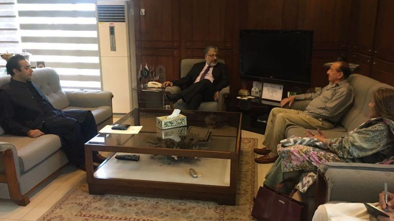 گورنر نے چیرمین ہائیر ایجوکیشن کمیشن سے ملاقات کی، دیامر، غذر اور استور میں یوینورسٹی کیمپسز کے اجرا کی سفارش