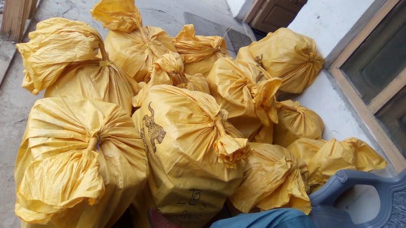 چلاس: سکردو سے راولپنڈی جانے والی بس سے سرکاری لفافوں میں پیک قیمتی پتھر برآمد
