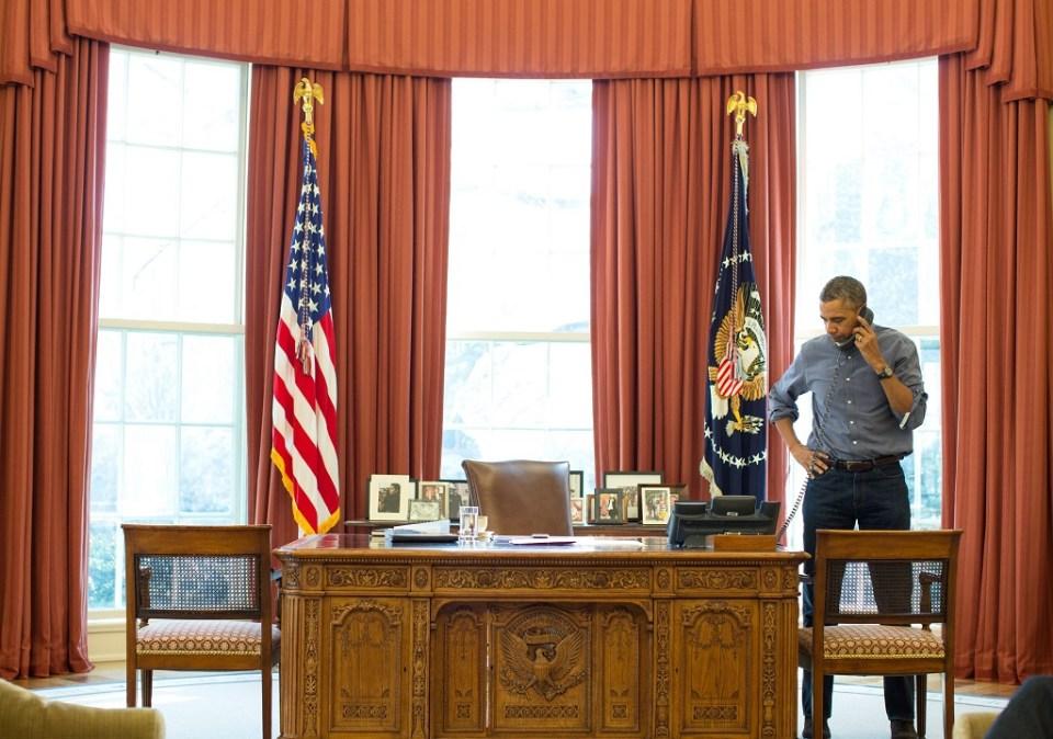 Барак Обама говори със своя китайски колега Си Дзинпин. Снимка: EPA/БГНЕС