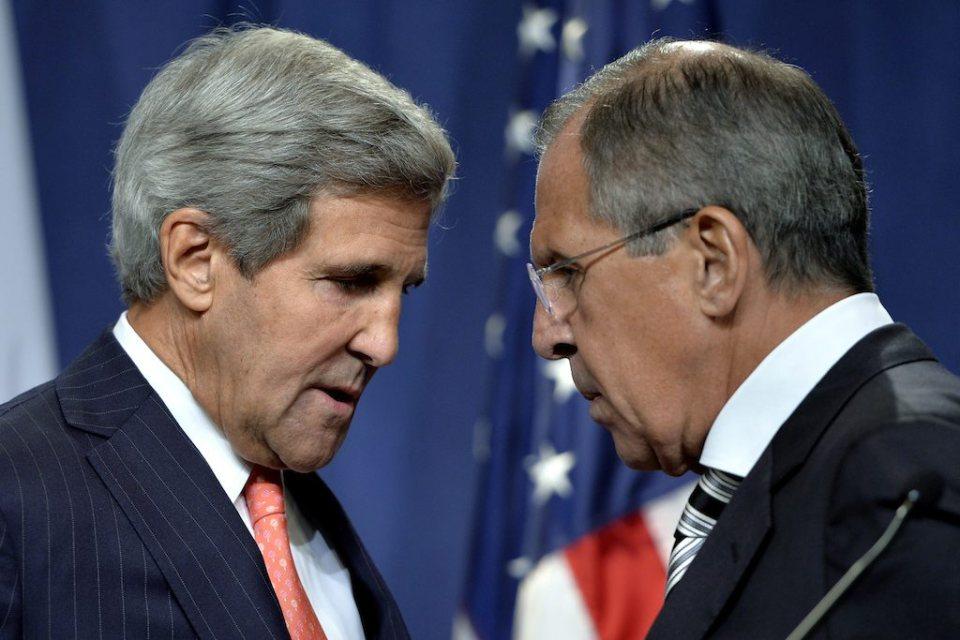 Държавният серектар на САЩ Джон Кери и руският външен министър Сергей Лавров. Снимка: EPA/БГНЕС