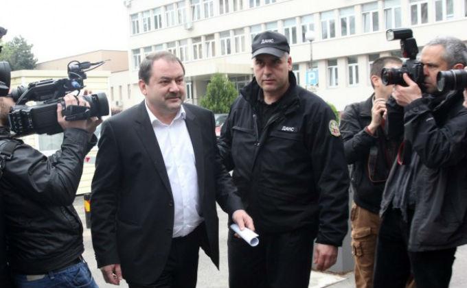 Магистратът Веселин Пенгезов се яви в ДАНС, за да бъде обвинен. Снимка: БГНЕС