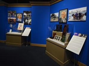 Бившият премиер на Австралия Джон Хауърд и бившият премиер на Япония Йоничиро Коидзуми. Снимка: EPA/БГНЕС