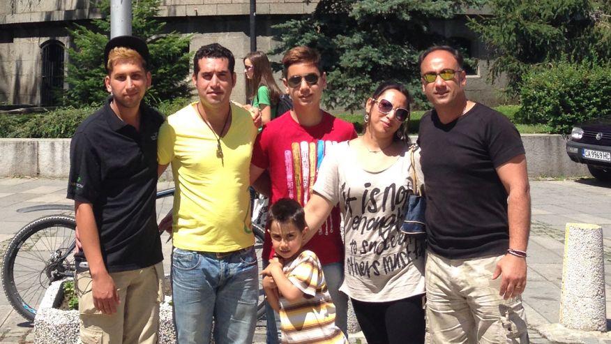 Семейството на Омид Салехи.